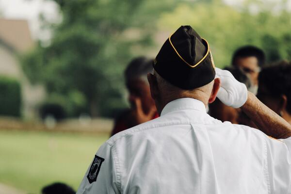 veteran saluting photo by sydney rae on unsplash